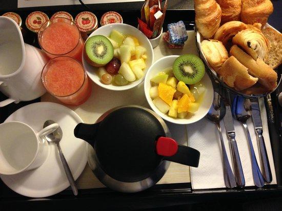 Hôtel Bradford Elysées - Astotel : Breakfast in room!