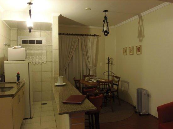 Flat Hotel Palazzo Reale: Sala de jantar e cozinha do flat