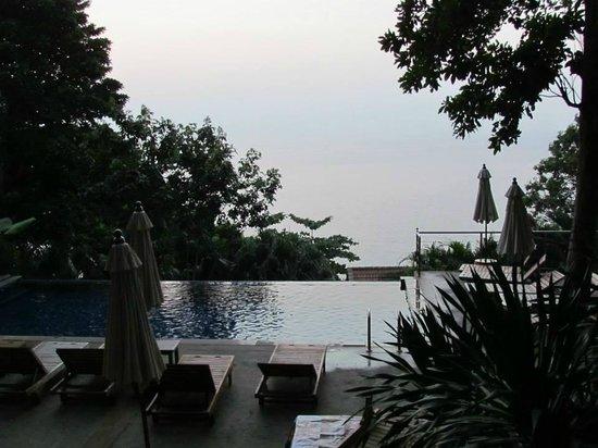 Secret Cliff Resort: pool view