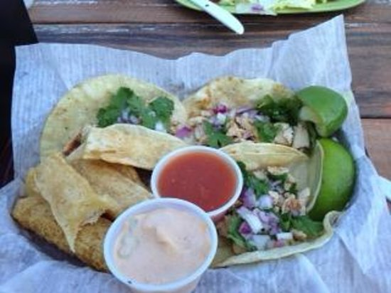 Boardwalk Cafe & Ice Cream Co.: Fish tacos and sauces!!