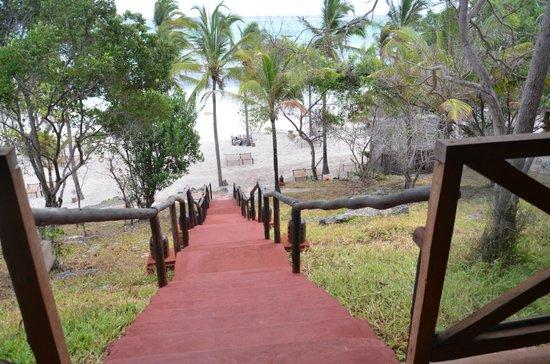 Kichanga Lodge: Dall'area comune alla spiaggia