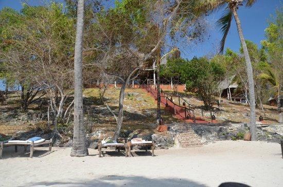 Kichanga Lodge: L'area comune vista dalla spiaggia