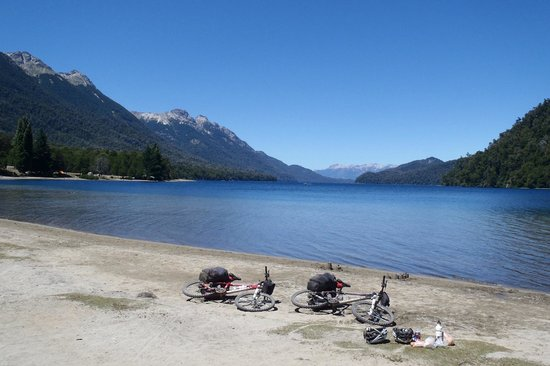 Cordillera Bikes: Lunch stop in Lakes district