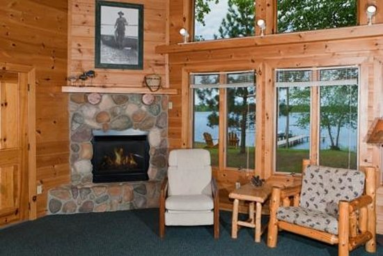 Two Inlets Resort: 4 bedroom cabin lining area