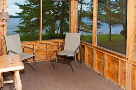 Two Inlets Resort: Airy screen porches offer a great lake view