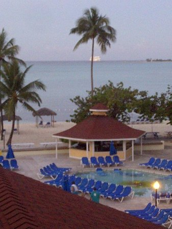 Breezes Resort & Spa Bahamas : A fabulous view of the beach and ocean