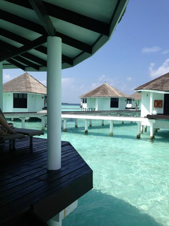 Kihaa Maldives: View from Water Villa onto other Water Villas