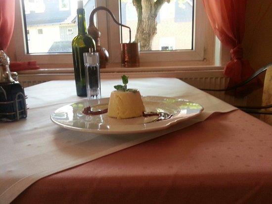 die beste italienischen in bothfeld bild von la tombola. Black Bedroom Furniture Sets. Home Design Ideas