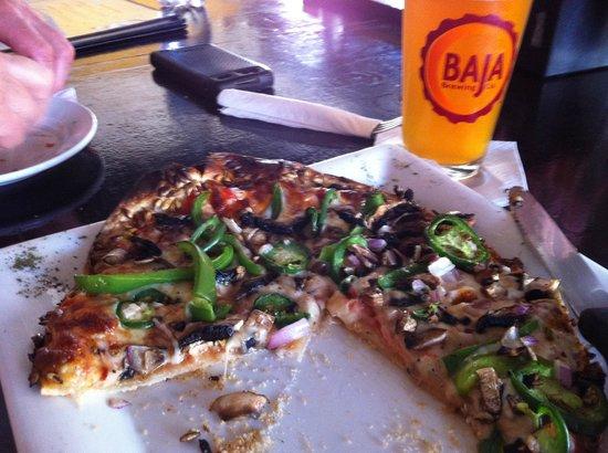 Baja Brewing Company : the pizza