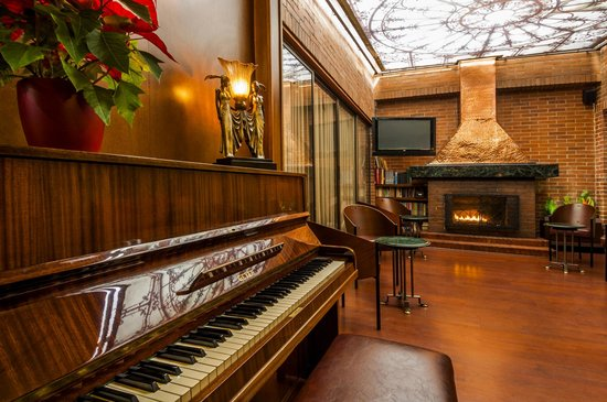 Lancaster House: Piano Bar