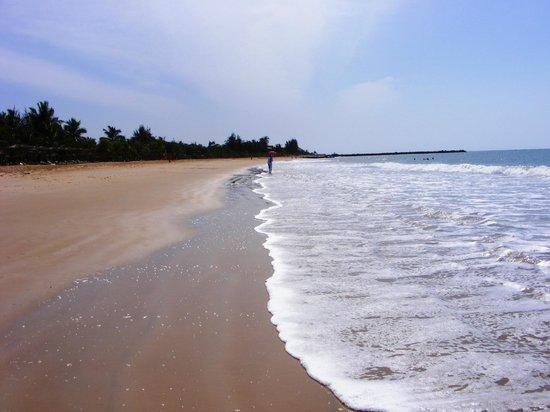Hotel Club Royal Saly: Spiaggia dopo l'hotel