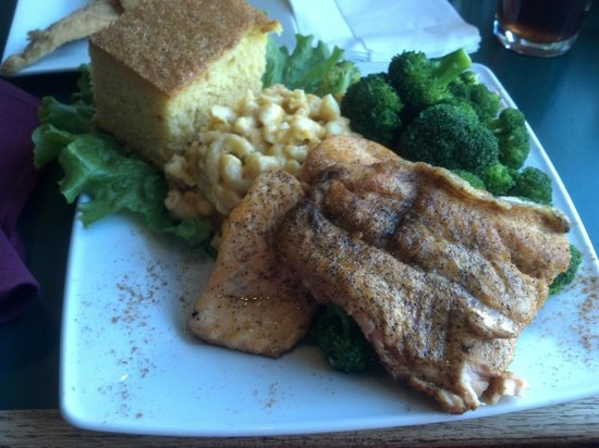 Croaker's Spot Restaurants : Grilled Salmon with Mac n Cheese and Broccoli