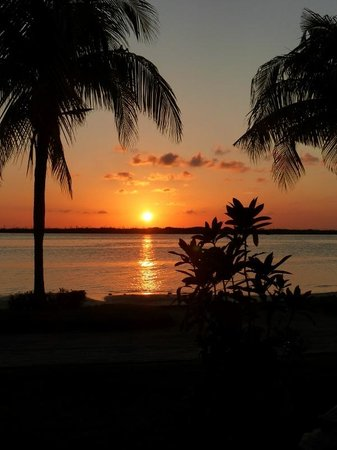 Sunset Marina Resort & Yacht Club : Sunset from our patio over the lagoon.