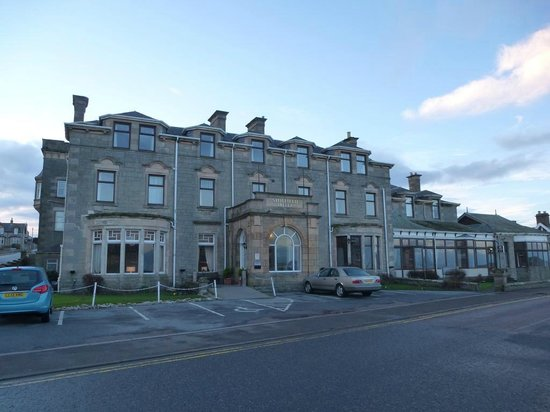 Stotfield Hotel: Hotel Frontage and Parking