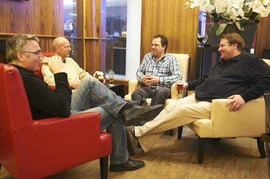 Bastion Hotel Vlaardingen: Lounge