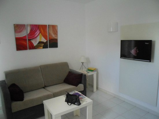 Marconfort Atlantic Gardens Bungalows: Living room