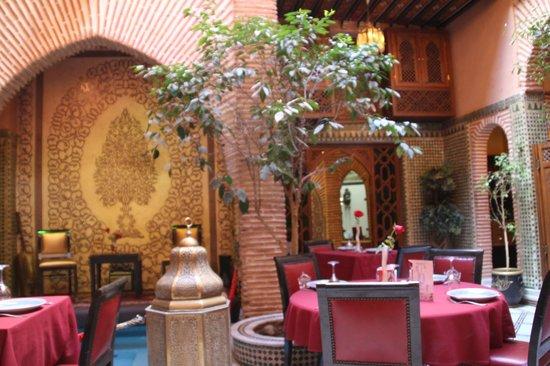 Riad Andalib: atrio e ristorante