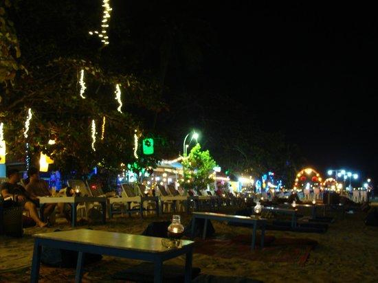 Beach Tango: illuminations le soir