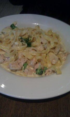 Cafe Express: Chicken & Brocoli Pasta