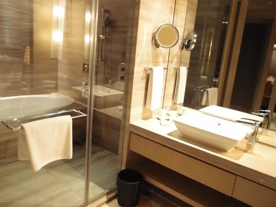 InterContinental Shanghai Puxi: Bathroom