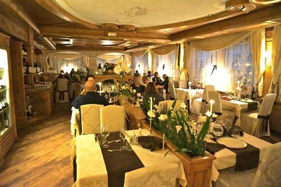 Hotel Letizia : sala preparata per la cena