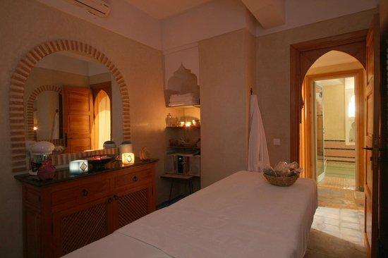 Riad Mazal: salle de massage