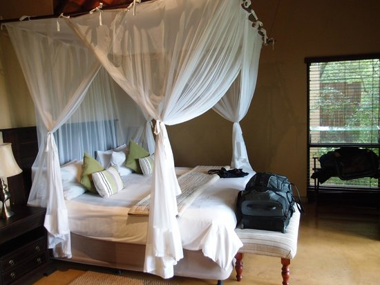 Elephant Plains Game Lodge : They split the king bed into 2 side by side twins.  Nice!
