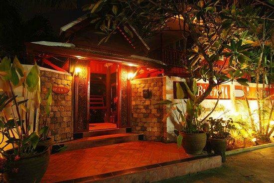 Cafe des Amis : Main Door