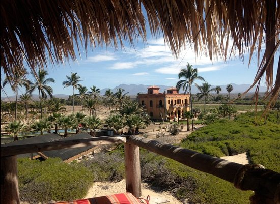 Villa Santa Cruz: View of the Villa from the top of the ocean front Palapa