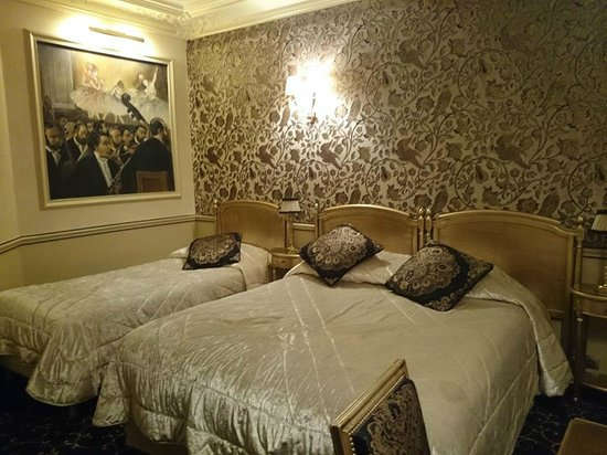 Hotel Saint-Jacques: Room 14, 3rd floor