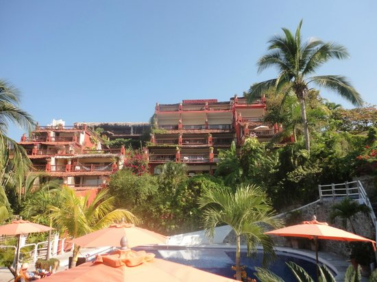 Aura del Mar Hotel : a view from the pool area