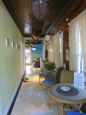 Seascape Tropical Inn: Entrance hall