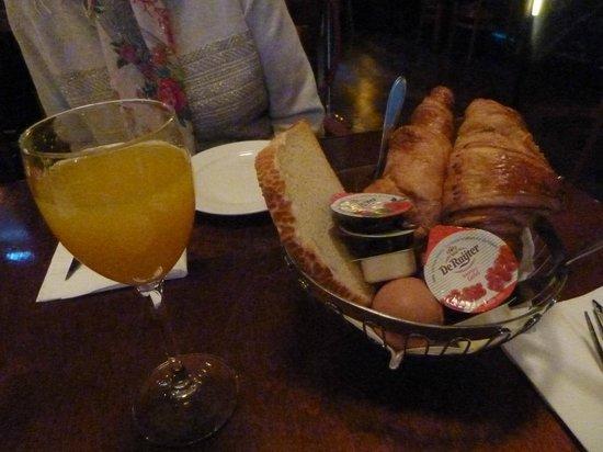 Grand Cafe-Restaurant 1e klas: Breakfast - fresh orange juice, hard boiled egg etc