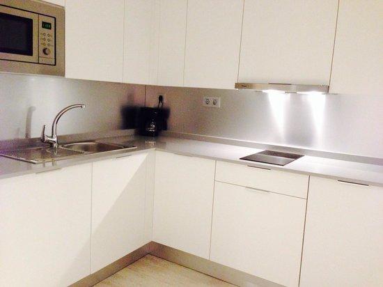 Eric Vökel Boutique Apartments - Atocha Suites: Kitchen w cooking faculties
