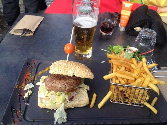 Le Chaudron: Burger