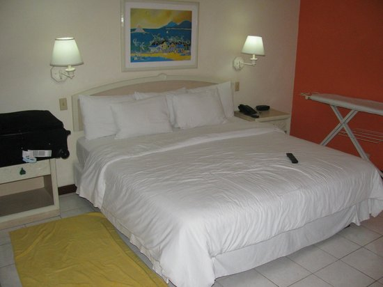 Royal Decameron Montego Beach : KIng size bed