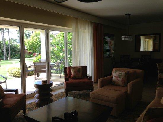 Marriott's Kauai Lagoons - Kalanipu'u : Livingroom and dining area