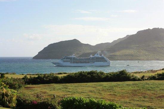 Marriott's Kauai Lagoons - Kalanipu'u : Ship leaving the harbor