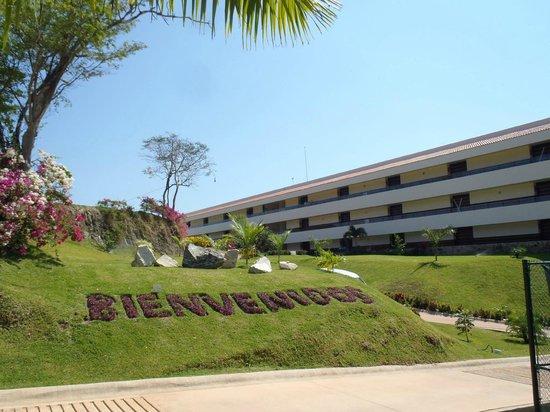 Secrets Huatulco Resort & Spa: entrance
