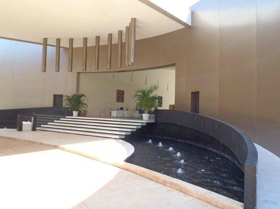 Secrets Huatulco Resort & Spa: lobby entrance