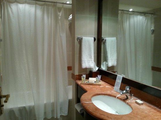 Mövenpick Resort & Residence Aqaba: Bathroom