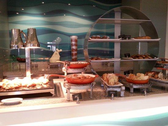 Mövenpick Resort & Residence Aqaba: Breakfast Buffet