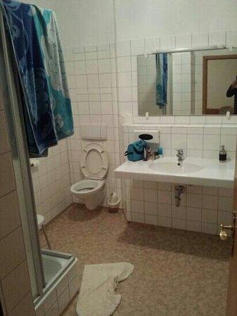 Hotel Gasthof Kreuz: salle de bain (immense)...