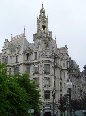 Monumento a Dom Pedro IV : Часы с курантами
