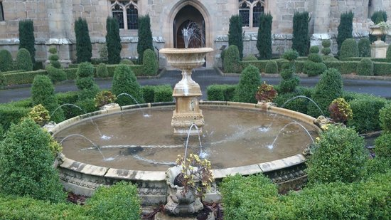 Langley Castle Hotel : Water feature at the front of the Castle