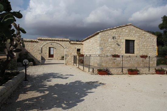 Borgo Monachella : Panoramica ingresso al Borgo