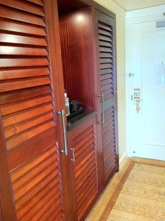 The Ritz-Carlton, Kapalua: Room Closet