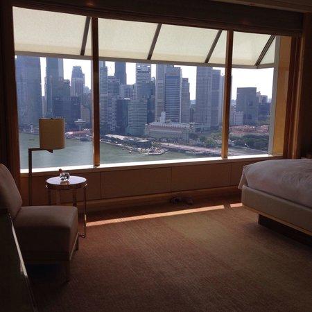 The Ritz-Carlton, Millenia Singapore : The bedroom