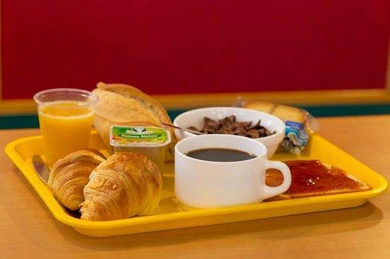 Chavelot, Frankrike: Plateau petit-déjeuner