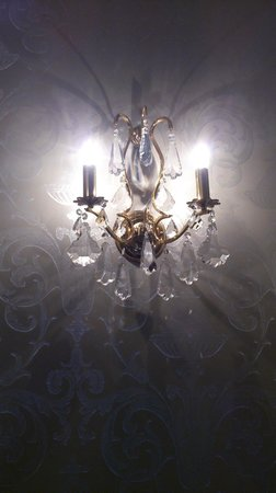 Langley Castle Hotel: Lighting in another room
